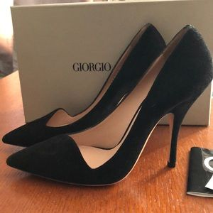 NWT Armani Black Suede Curved Vamp Pumps 37.5